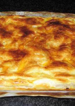 Hojaldrecon chucrut, patatasy cebolla