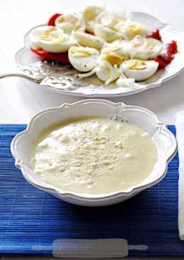 Huevos cocidos y crema de patata y manzana