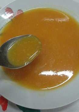 Sopa crema de zanahoria y calabaza con cacahuetes