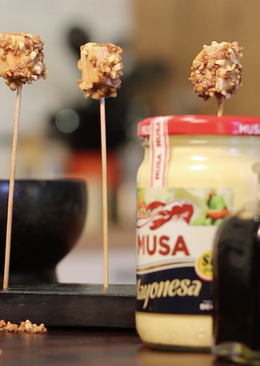 Pops de pollo garrapiñados con salsa Teriyaki y MUSA