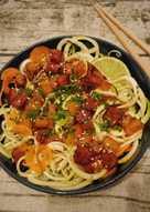 Espaguetis de calabacín con tempeh y calabaza
