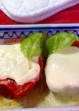 Tomates rellenos de mozzarella y albahaca asados