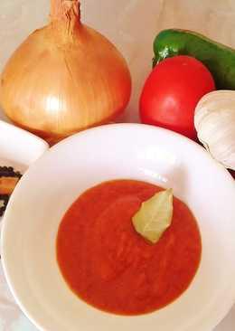 Sofrito de cebolla, tomates y pimientos