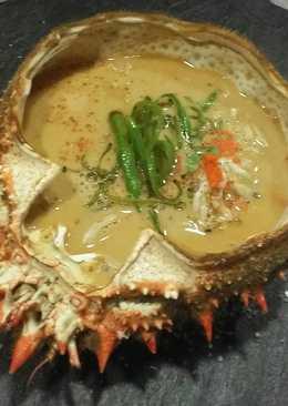 Sopa fría de coco y cilantro con cangrejo