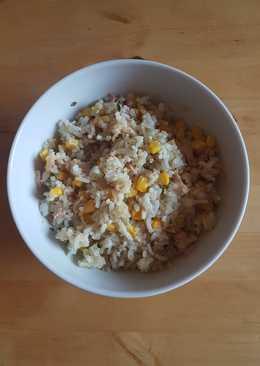Ensalada fit de arroz, quinoa, atún y maíz. Recetas saludables para diabetes