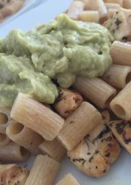 Pasta integral con pollo y guacamole
