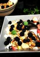 Fruta variada con copos de avena, germen de trigo y lecitina