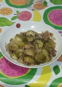 Coles de bruselas con cebolla y jamón serrano