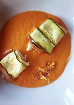 Ravioli de calabacín con salmorejo