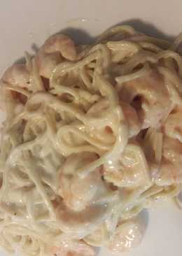 Espaguetis con camarones en salsa Alfredo