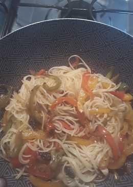 Vermichelli con vegetales salteados