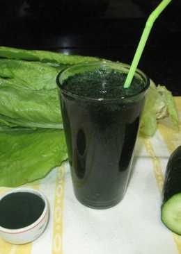 Smoothie de lechuga con pepino y alga espirulia