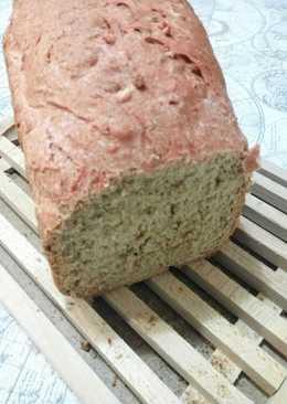 Pan de espelta, avellanas y agua de remolacha en panificadora