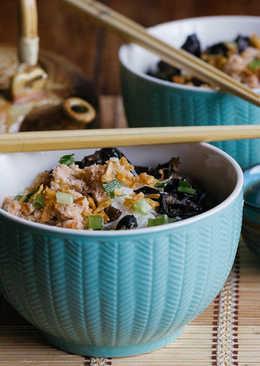 Sopa de fideos de arroz con carne de cangrejo y setas. Receta vietnamita