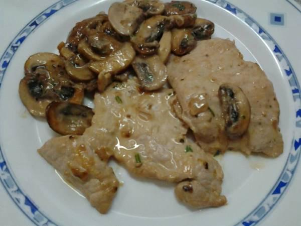 Filete de lomo de cerdo con salsa de champiñones portobello