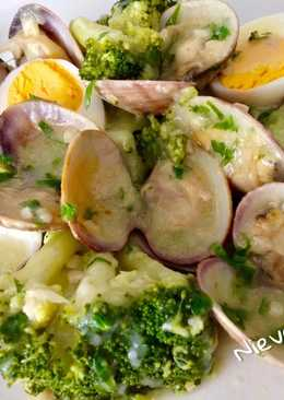 Brócoli con almejas a la marinera