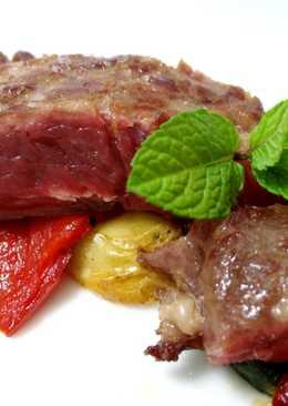 Pluma ibérica con parrillada de verduras asadas y pimientos caramelizados