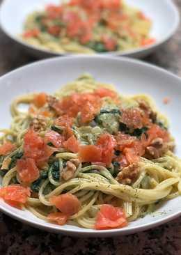Espaguetis con espinacas y salmón