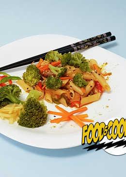 Penne con Verduras al Curry