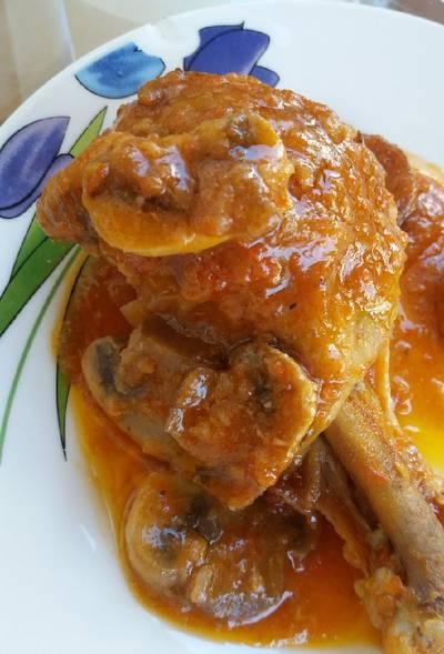 Pollo con tomate natural