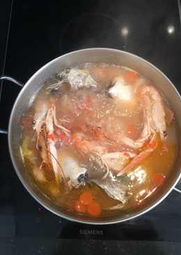 Caldo de pescado 🐠 con merluza, cigalas y gambas 🦐