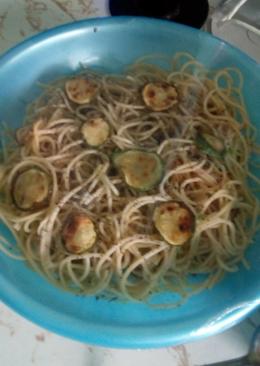 Spaguetti con calabacitas y albahaca