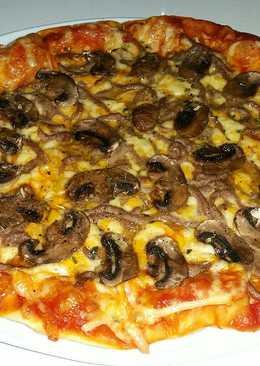 Pizza de carne picada y champiñones