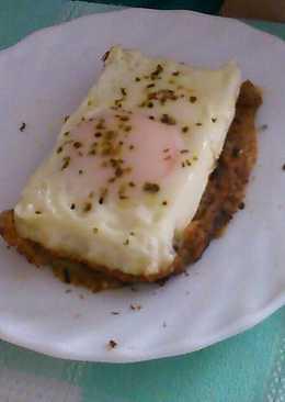 Tapa con masa de croqueta y huevo
