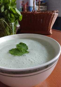 Crema fría de pepino y yogur con hierbabuena