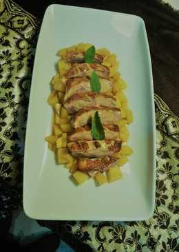 Magret de pato con estofado de mango y salsa de naranja