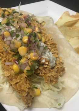 Tacos de pescado con tártara de jalapeño y chips de papa