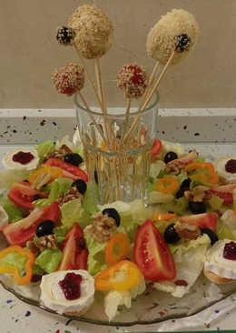 Ensalada con aperitivos dulces y salados