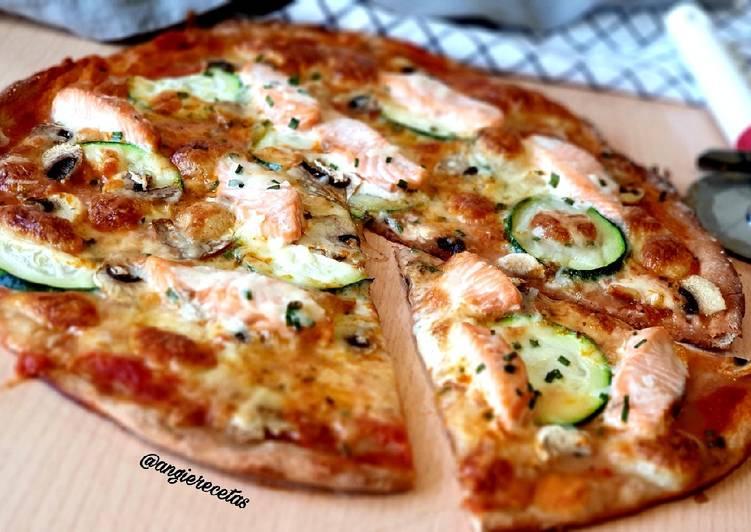 Pizza de salmón con masa especial