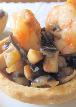 Mini quichés de langostinos y champiñones