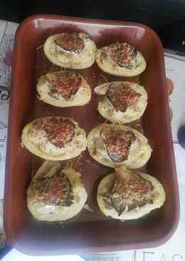 Patatas rellenas de setas y gambas