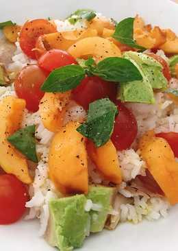 Ensalada de arroz agridulce con nísperos