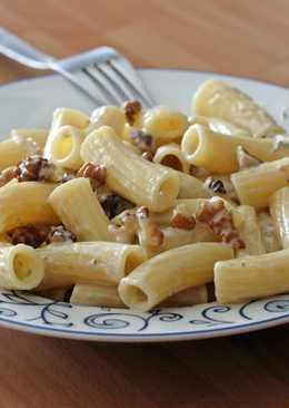 Rigatoni con nueces y queso gorgonzola