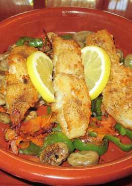 Pescado blanco sobre habas tiernos con verdurassalteada