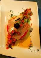 Milhoja de bacalao ahumado con gelatina de tomate y vinagreta