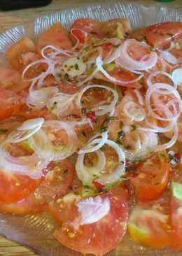 Carpaccio de tomate con cilantro y chile
