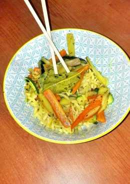 Noddles de legumbre con verduras al curry