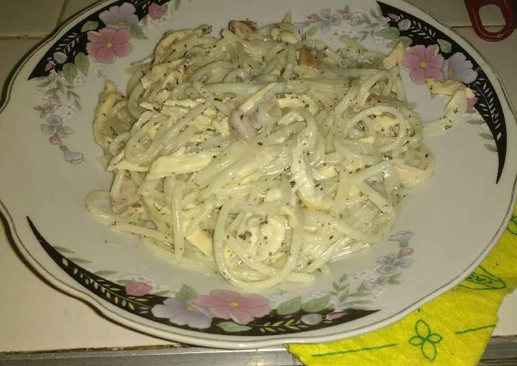 Espaguetis con Pollo y Crema de Leche