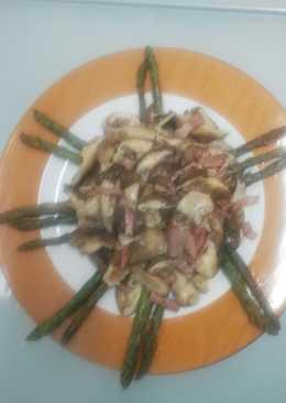 Setas shiitake acompañadas por espárragos trigueros