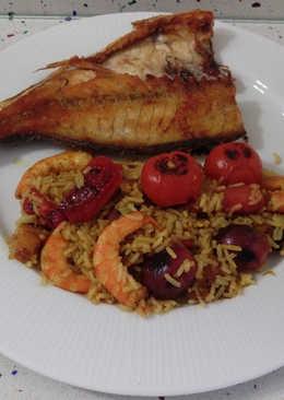 Besugo a la plancha y arroz dulce con langostinos y frutas
