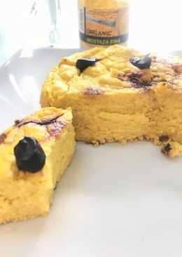 Maxi pastel de coliflor y salmón al ajo negro y cúrcuma
