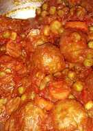 Albóndigas con tomate y verduras