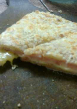 Tostados rellenos de jamón y queso con almidón de mandioca