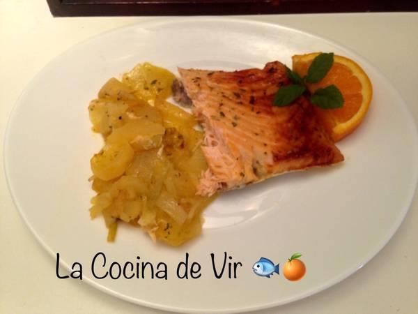 Salmón a la naranja al horno con guarnición de patatas