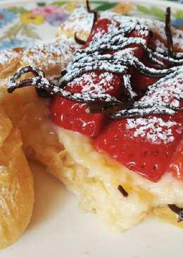 Banda de crema, fresas y chocolate con lionesas de nata 🍰