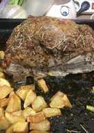 Aguja de cerdo asada con especias, mostaza y miel